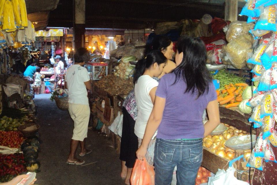 One Typical Day at the Market (1/6)