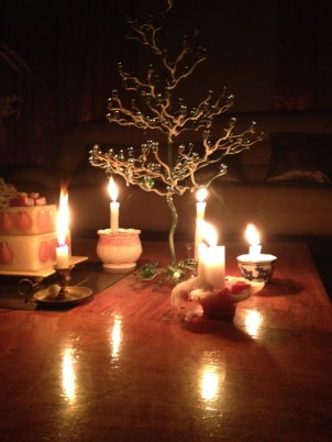 Instead of twinkling lights, the Christmas tree is surrounded by flicker candles.