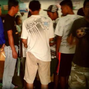 A long line waiting for pansit at Acosta Pansitan
