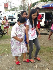 Iralee Beralde, Staff ni ABRA lone district rep Maria Jocelyn Bernos na pinagbabaril noong nakaraang lingo, inalalayang bumoto