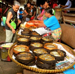 Sinuuban (Smoked Fish) @Bangued Public Market - photo by abrenian.com