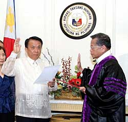 Then Supreme Court Chief Justice Reynato S. Puno (right) administers the oathtaking of new Supreme Court Associate Justice Lucas Bersamin at the Supreme Court building along Padre Faura Street in Manila in 2009.(File Photo philstar.com)