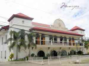 Bangued Municipal Hall (photo: www.skyscrapercity.com)